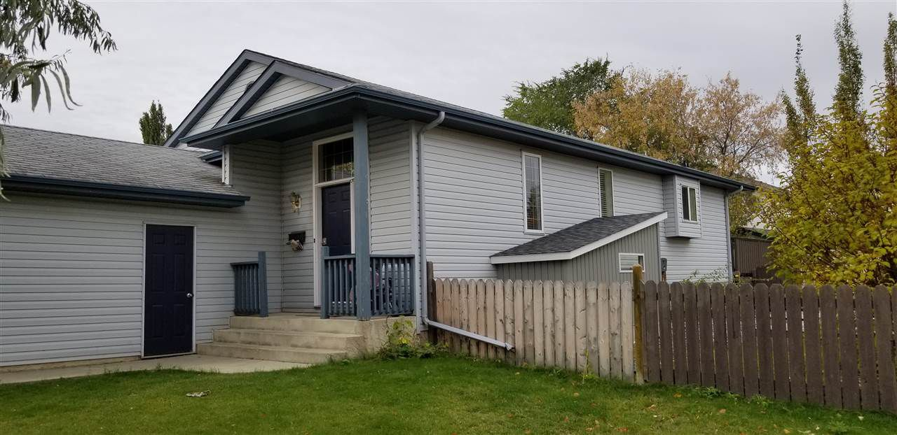 Main Photo: 34 OAKRIDGE Drive N: St. Albert House for sale : MLS®# E4130690