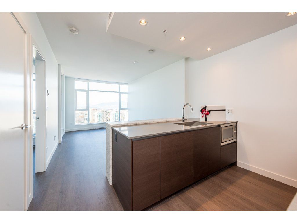 "Main Photo: 3207 4670 ASSEMBLY Way in Burnaby: Metrotown Condo for sale in ""Station Square"" (Burnaby South)  : MLS®# R2320659"