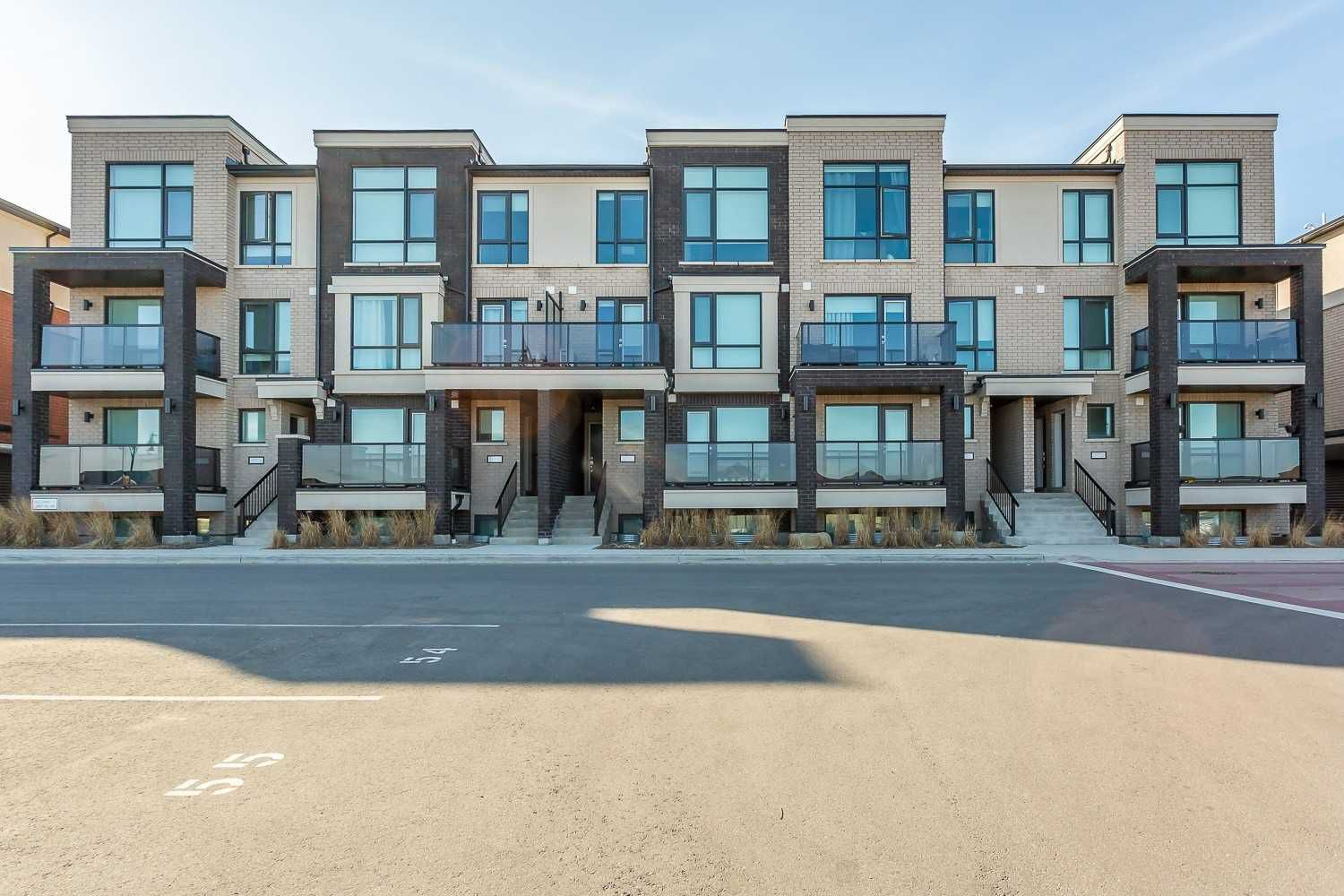Main Photo: 55 100 Dufay Road in Brampton: Northwest Brampton Condo for sale : MLS®# W4416211