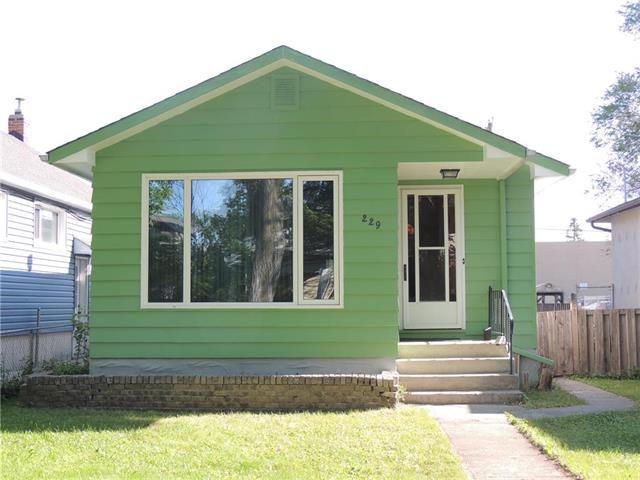 Main Photo: 229 Burrin Avenue in Winnipeg: West Kildonan Residential for sale (4D)  : MLS®# 1916693
