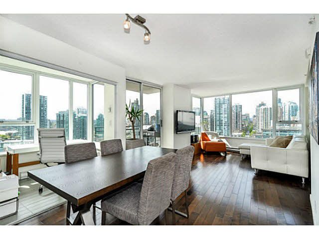 """Main Photo: 2206 33 SMITHE Street in Vancouver: Yaletown Condo for sale in """"Coopers Lookout"""" (Vancouver West)  : MLS®# V1090861"""