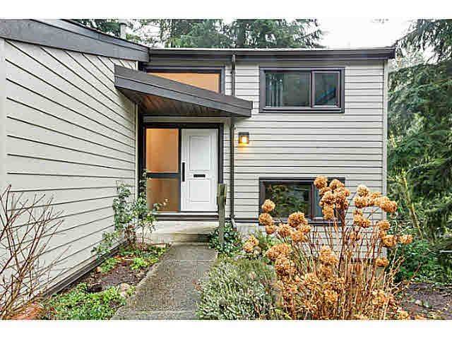 """Main Photo: 1135 HERITAGE Boulevard in North Vancouver: Seymour NV Townhouse for sale in """"HERITAGE IN THE WOODS"""" : MLS®# V1102468"""