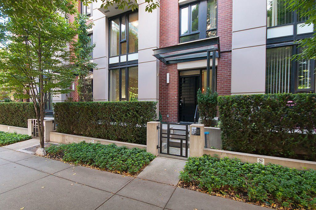 "Main Photo: 328 SMITHE Street in Vancouver: Yaletown Townhouse for sale in ""YALETOWN PARK II"" (Vancouver West)  : MLS®# V1136824"