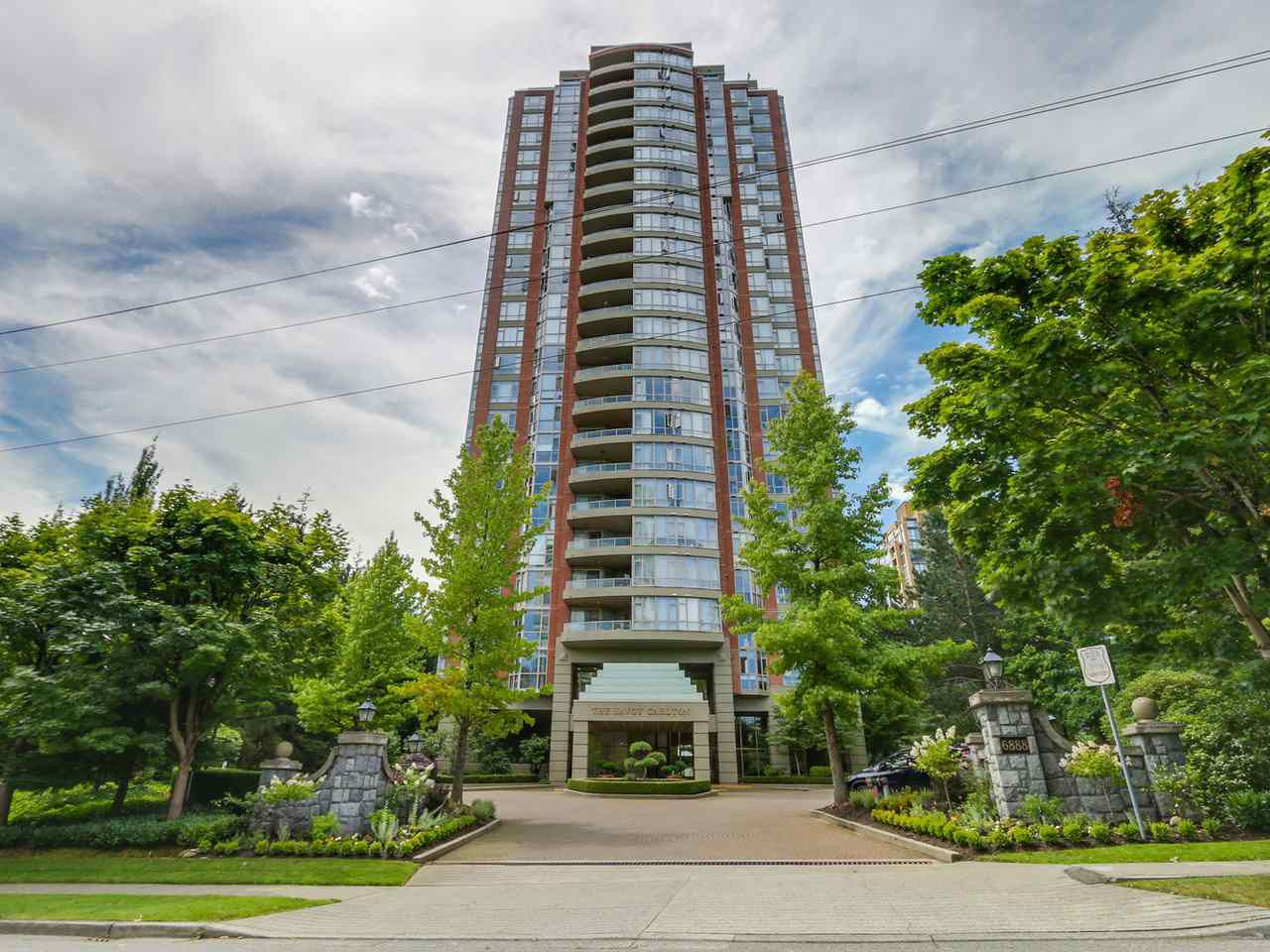 Main Photo: 1005 6888 STATION HILL Drive in Burnaby: South Slope Condo for sale (Burnaby South)  : MLS®# R2125491
