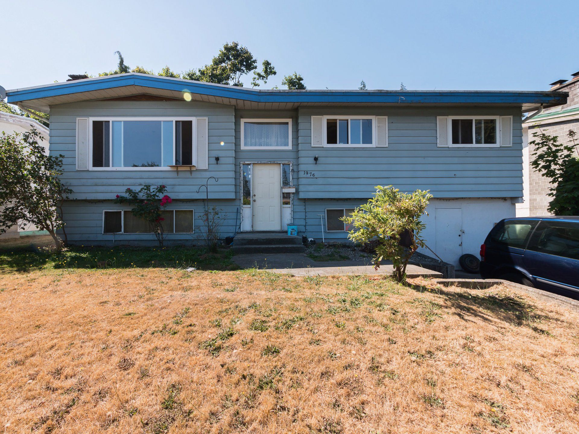 Main Photo: 1976 CATALINA Crescent in Abbotsford: Abbotsford West House for sale : MLS®# R2294738