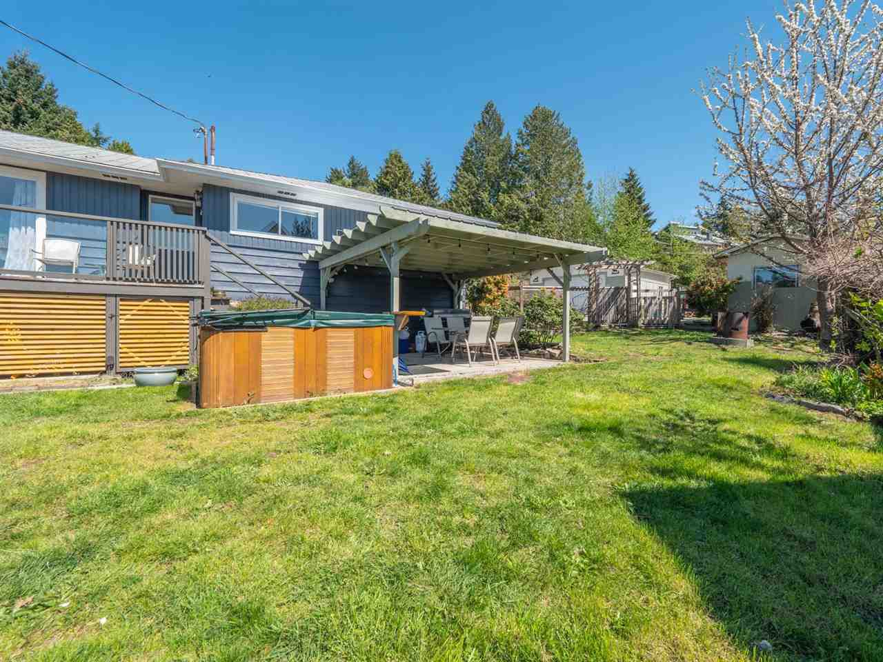 Main Photo: 5498 MASON Road in Sechelt: Sechelt District House for sale (Sunshine Coast)  : MLS®# R2360988