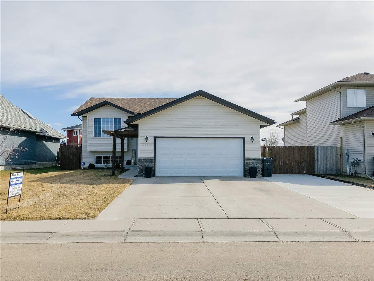 Main Photo: 2550 Lockhart Way: Cold Lake House for sale : MLS®# E4154658