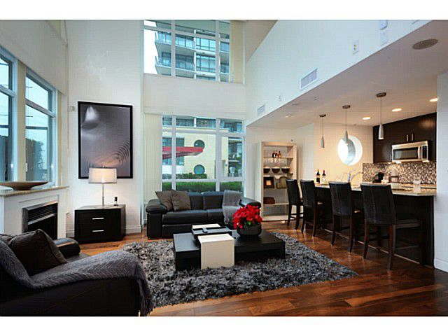 """Main Photo: 167 E ESPLANADE WY in North Vancouver: Lower Lonsdale Townhouse for sale in """"ATRIUM AT THE PIER"""" : MLS®# V1041360"""