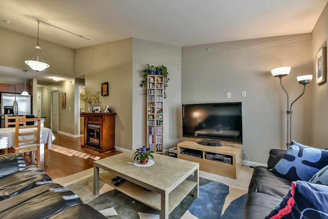 Photo 8: Photos: 403 19730 56 Avenue in Langley: Langley City Condo for sale : MLS®# R2052823