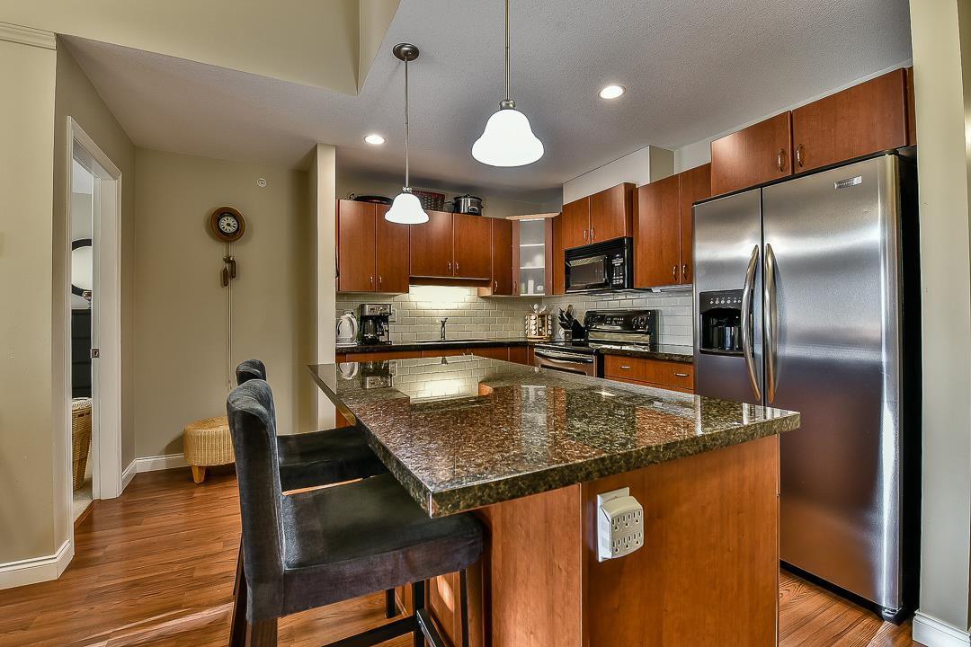 Photo 10: Photos: 403 19730 56 Avenue in Langley: Langley City Condo for sale : MLS®# R2052823