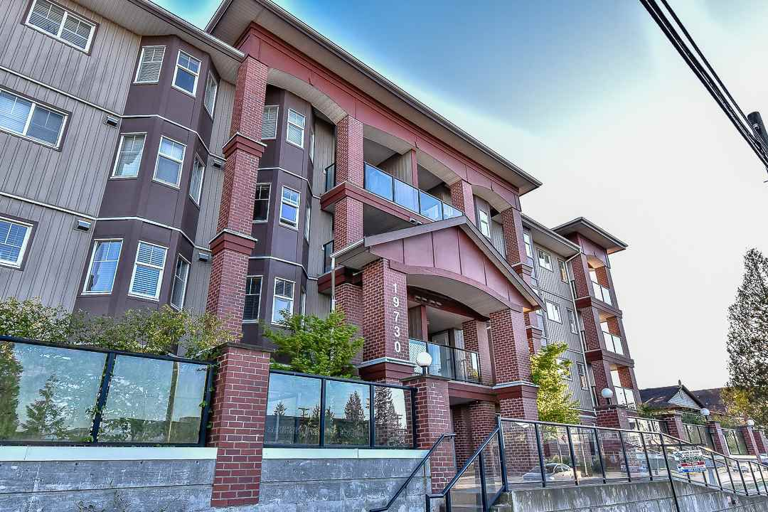 Main Photo: 403 19730 56 Avenue in Langley: Langley City Condo for sale : MLS®# R2052823