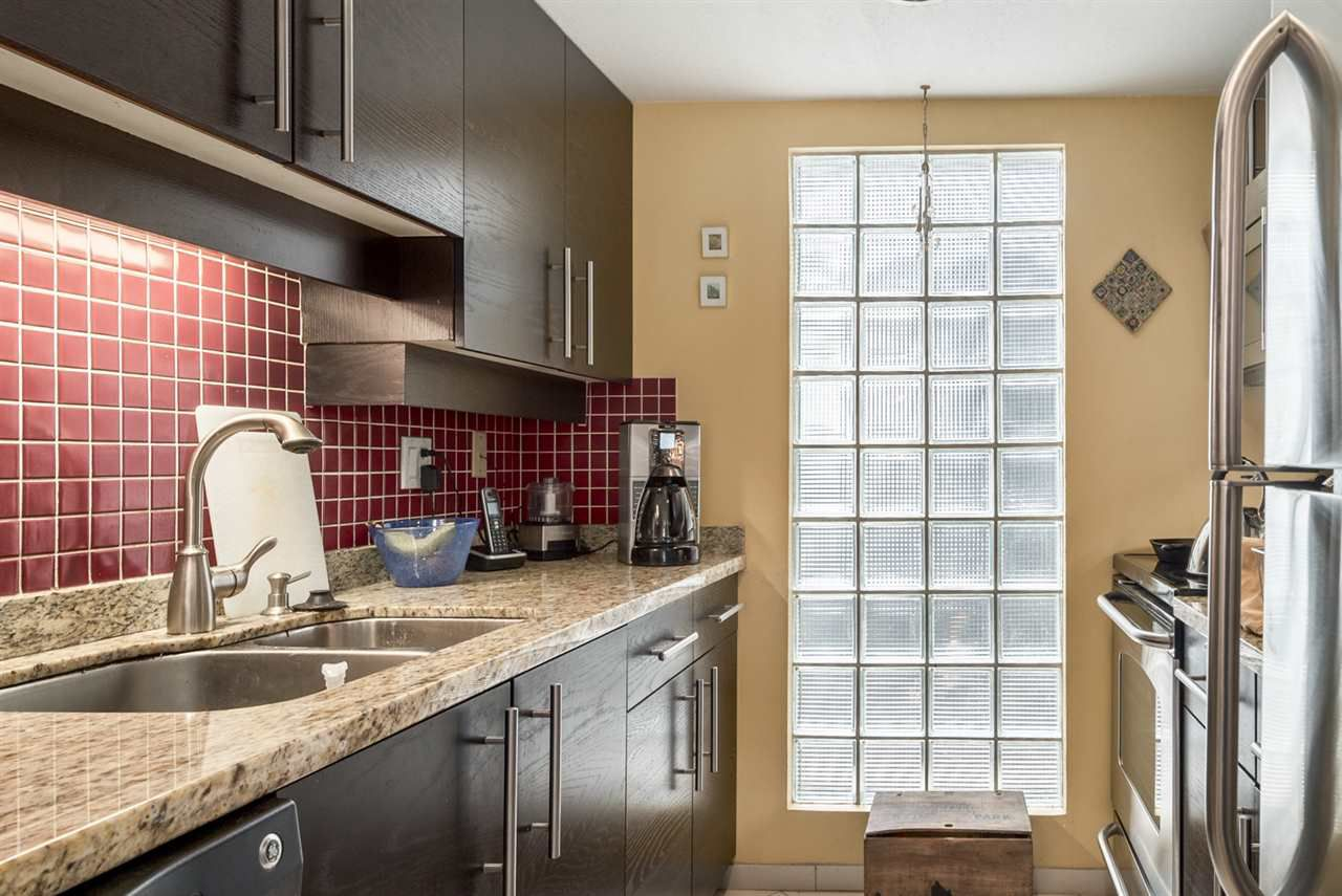 Main Photo: 2064 CYPRESS Street in Vancouver: Kitsilano Townhouse for sale (Vancouver West)  : MLS®# R2156796