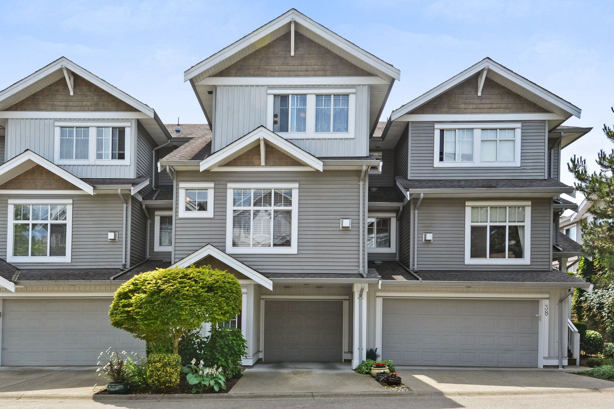 """Main Photo: 37 16760 61 Avenue in Surrey: Cloverdale BC Townhouse for sale in """"HARVEST LANDING"""" (Cloverdale)  : MLS®# R2282376"""