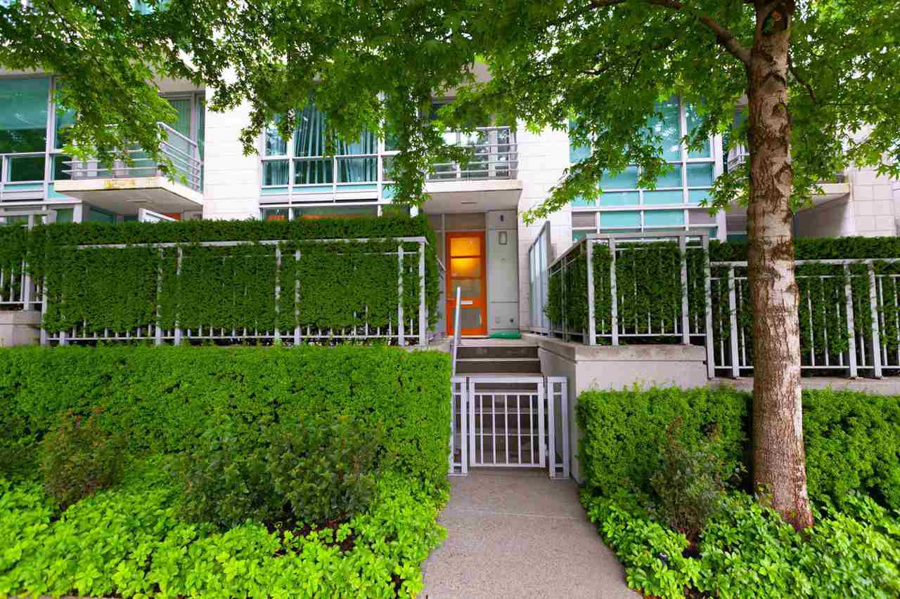 """Main Photo: 493 BROUGHTON Street in Vancouver: Coal Harbour Townhouse for sale in """"DENIA-WATERFRONT PLACE"""" (Vancouver West)  : MLS®# R2284680"""