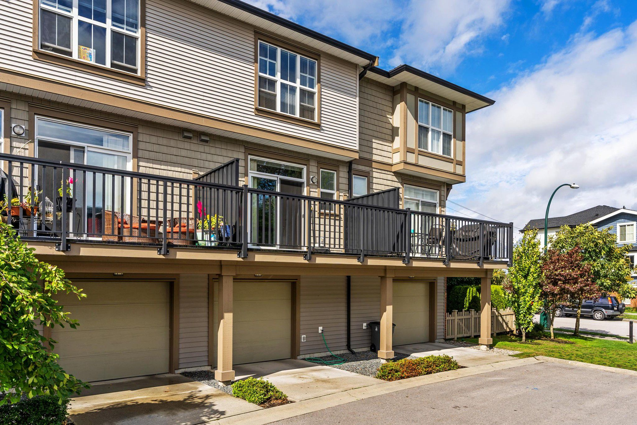 """Main Photo: 90 14838 61 Avenue in Surrey: Sullivan Station Townhouse for sale in """"Sequoia"""" : MLS®# R2309652"""