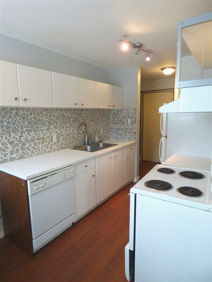 Bright, cheerful & upgraded kitchen.