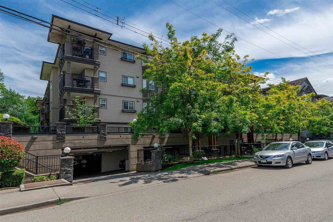 """Main Photo: 301 5488 198 Street in Langley: Langley City Condo for sale in """"BROOKLYN WYND"""" : MLS®# R2334755"""