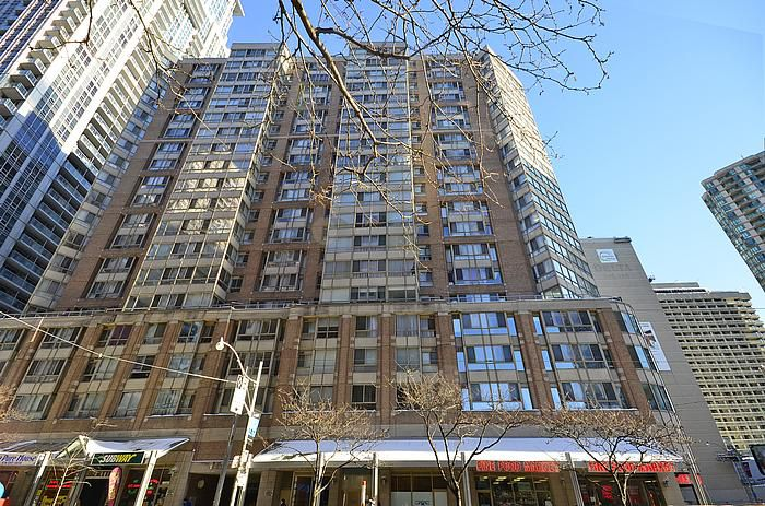 Main Photo: 09 717 Bay Street in Toronto: Bay Street Corridor Condo for sale (Toronto C01)  : MLS®# C2800460