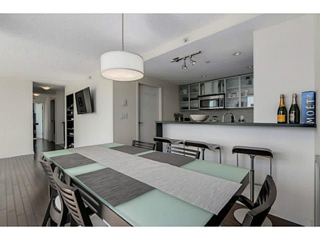 Main Photo: 1205 33 SMITHE Street in Vancouver: Yaletown Condo for sale (Vancouver West)  : MLS®# V1122259