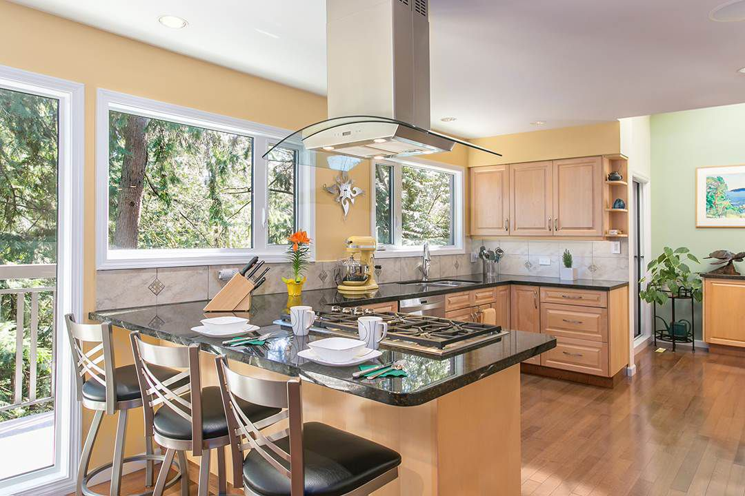 """Main Photo: 1057 HERITAGE Boulevard in North Vancouver: Seymour NV House 1/2 Duplex for sale in """"HERITAGE IN THE WOODS"""" : MLS®# R2050181"""