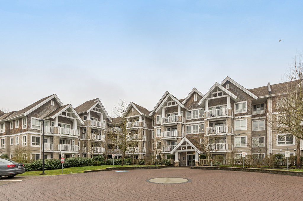 """Main Photo: 319 20750 DUNCAN Way in Langley: Langley City Condo for sale in """"FAIRFIELD LANE"""" : MLS®# R2145506"""