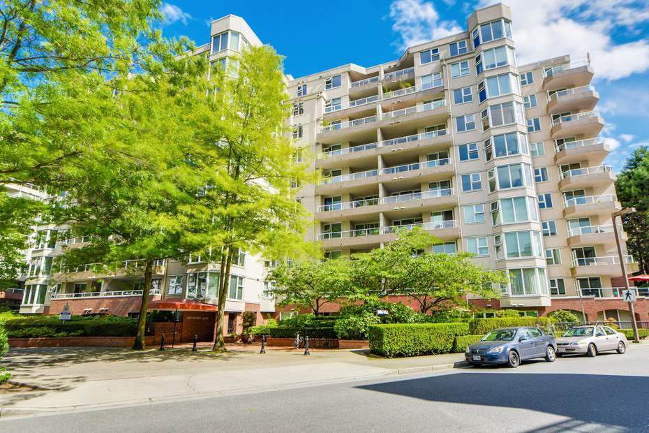 """Main Photo: 405 522 MOBERLY Road in Vancouver: False Creek Condo for sale in """"DISCOVERY QUAY"""" (Vancouver West)  : MLS®# R2156335"""