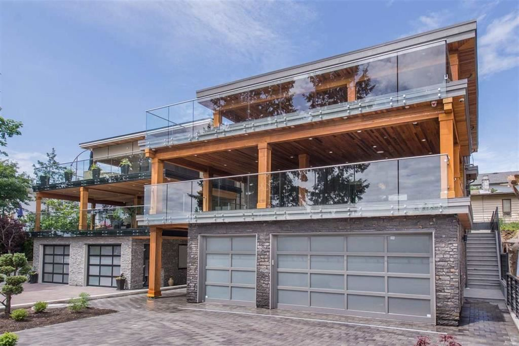 """Main Photo: 15993 COLUMBIA Avenue: White Rock House for sale in """"South Slope"""" (South Surrey White Rock)  : MLS®# R2210631"""