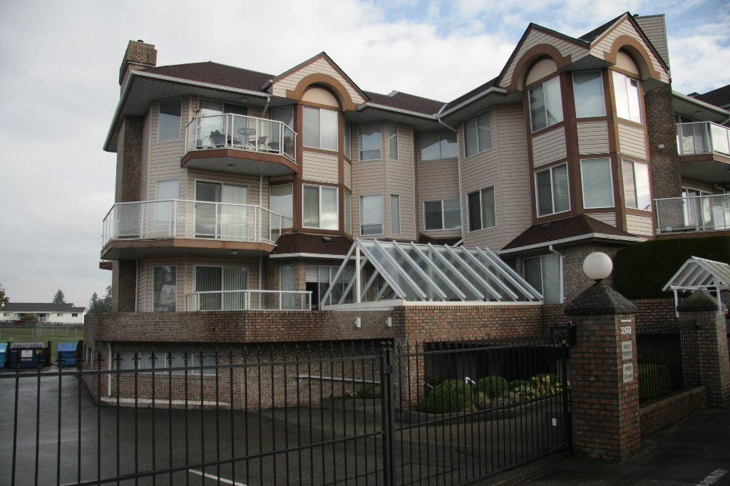Main Photo: 101 32669 George Ferguson Way in Abbotsford: Abbotsford West Condo for sale : MLS®# R2216022