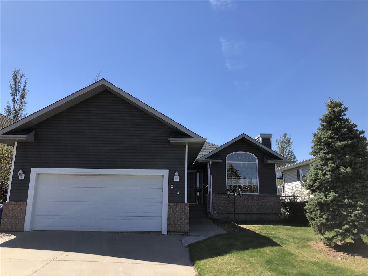 Main Photo: 213 Parkview Drive: Wetaskiwin House for sale : MLS®# E4145025