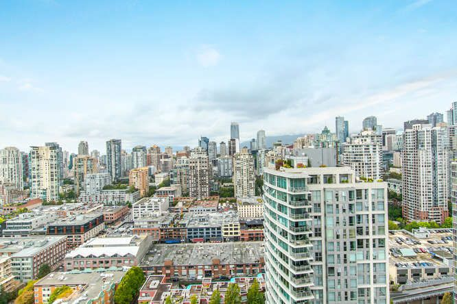 """Main Photo: 3701 1009 EXPO Boulevard in Vancouver: Yaletown Condo for sale in """"LANDMARK 33"""" (Vancouver West)  : MLS®# R2106383"""
