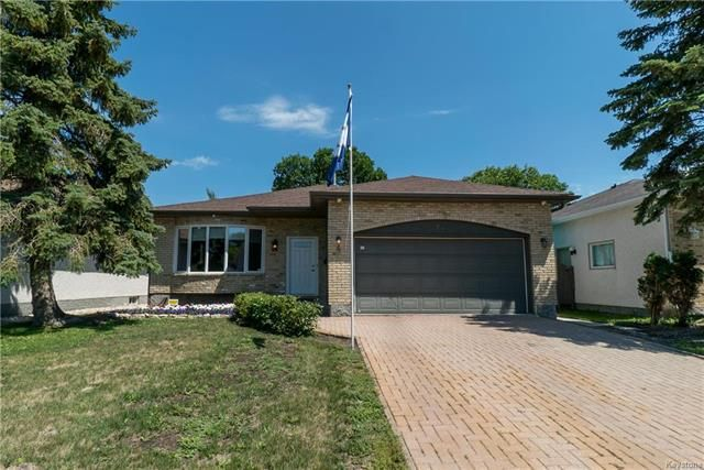 Main Photo: 75 Chancery Bay in Winnipeg: River Park South Residential for sale (2F)  : MLS®# 1818481