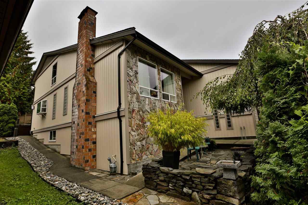 "Main Photo: 1394 LANSDOWNE Drive in Coquitlam: Upper Eagle Ridge House for sale in ""UPPER EAGLE RIDGE"" : MLS®# R2289093"