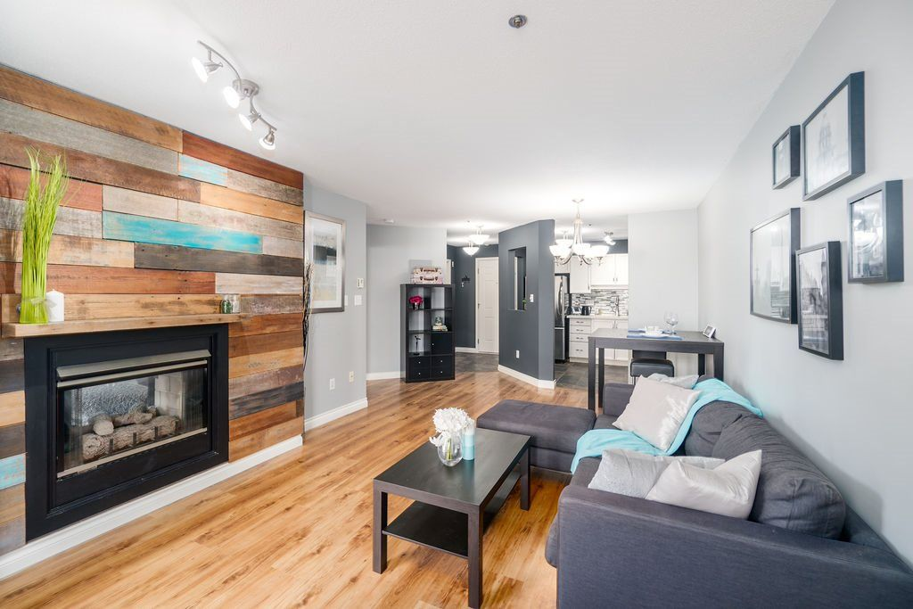 """Main Photo: 202 2335 WHYTE Avenue in Port Coquitlam: Central Pt Coquitlam Condo for sale in """"CHANCELLOR COURT"""" : MLS®# R2314081"""