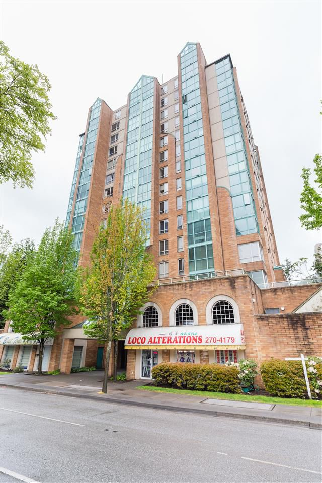 """Main Photo: 1001 8280 WESTMINSTER Highway in Richmond: Brighouse Condo for sale in """"EMERALD PLACE"""" : MLS®# R2372623"""