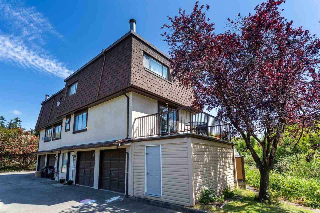 """Main Photo: 33 27125 31A Avenue in Langley: Aldergrove Langley Townhouse for sale in """"Creekside Estates"""" : MLS®# R2384047"""