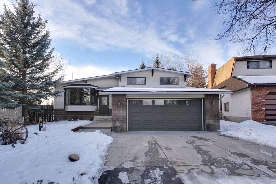 Main Photo: 555 Woodpark Crescent SW in Calgary: House for sale : MLS®# C3650017