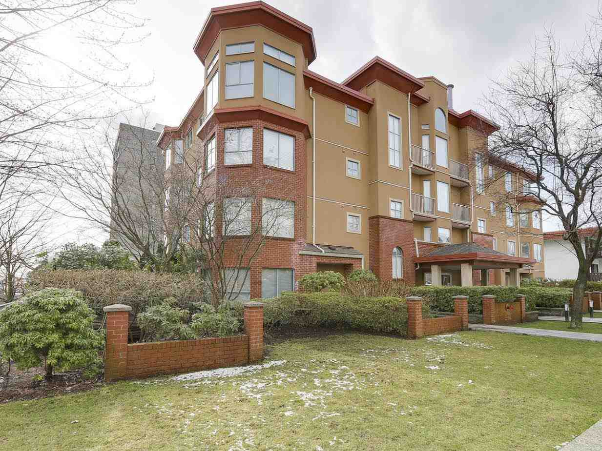 """Main Photo: 402 111 W 5TH Street in North Vancouver: Lower Lonsdale Condo for sale in """"CARMEL PLACE II"""" : MLS®# R2144566"""