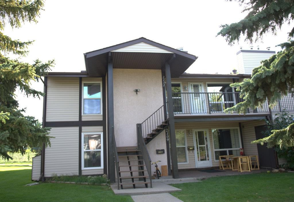 Main Photo: 2111 SADDLEBACK Road in Edmonton: Zone 16 Carriage for sale : MLS®# E4151028