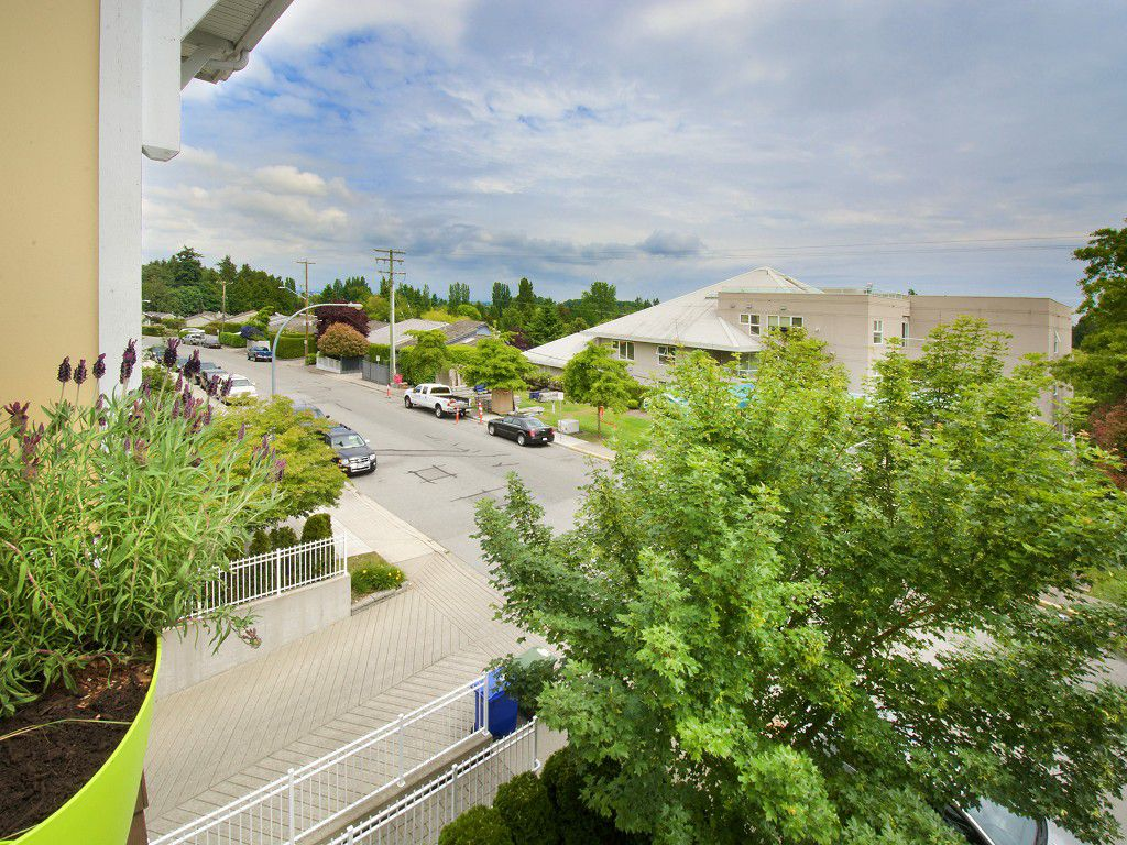 "Main Photo: 310 1375 VIEW Crescent in Tsawwassen: Beach Grove Condo for sale in ""FAIRVIEW 56"" : MLS®# V1125521"