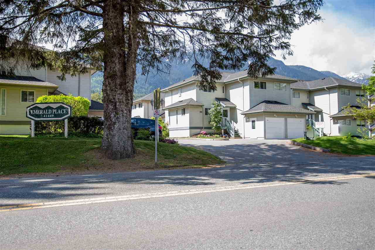 Main Photo: 28 41449 GOVERNMENT Road in Squamish: Brackendale Townhouse for sale : MLS®# R2061770