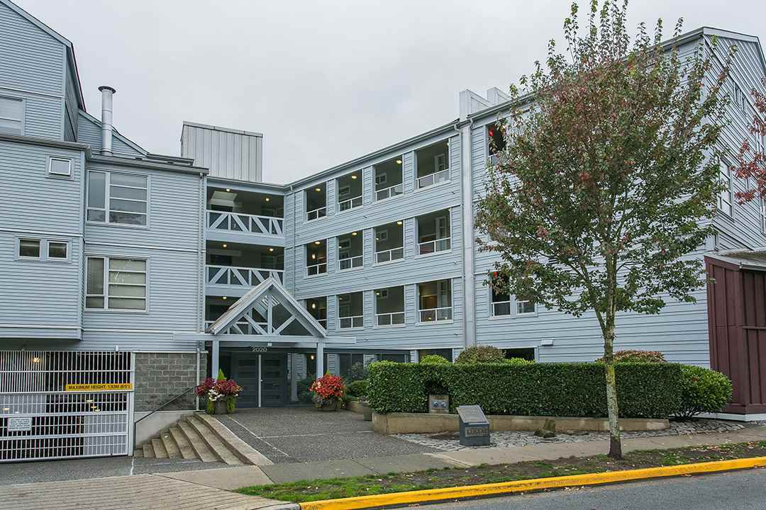 """Main Photo: 114 2020 E KENT AVE SOUTH Avenue in Vancouver: Fraserview VE Condo for sale in """"TUGBOAT LANDING"""" (Vancouver East)  : MLS®# R2116794"""