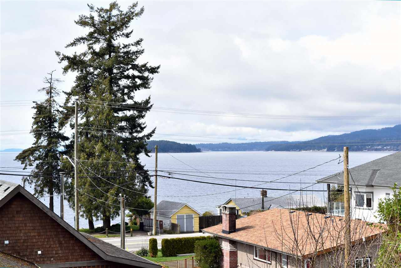 Main Photo: 4807 WHITAKER Road in Sechelt: Sechelt District House for sale (Sunshine Coast)  : MLS®# R2142439