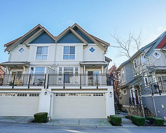 """Main Photo: 17 20120 68 Avenue in Langley: Willoughby Heights Townhouse for sale in """"The Oaks"""" : MLS®# R2227046"""