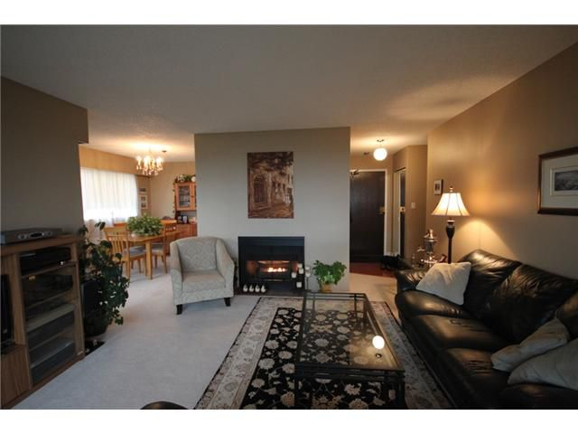"""Main Photo: 304 1048 KING ALBERT Avenue in Coquitlam: Central Coquitlam Condo for sale in """"BLUE MOUNTAIN MANOR"""" : MLS®# V914288"""