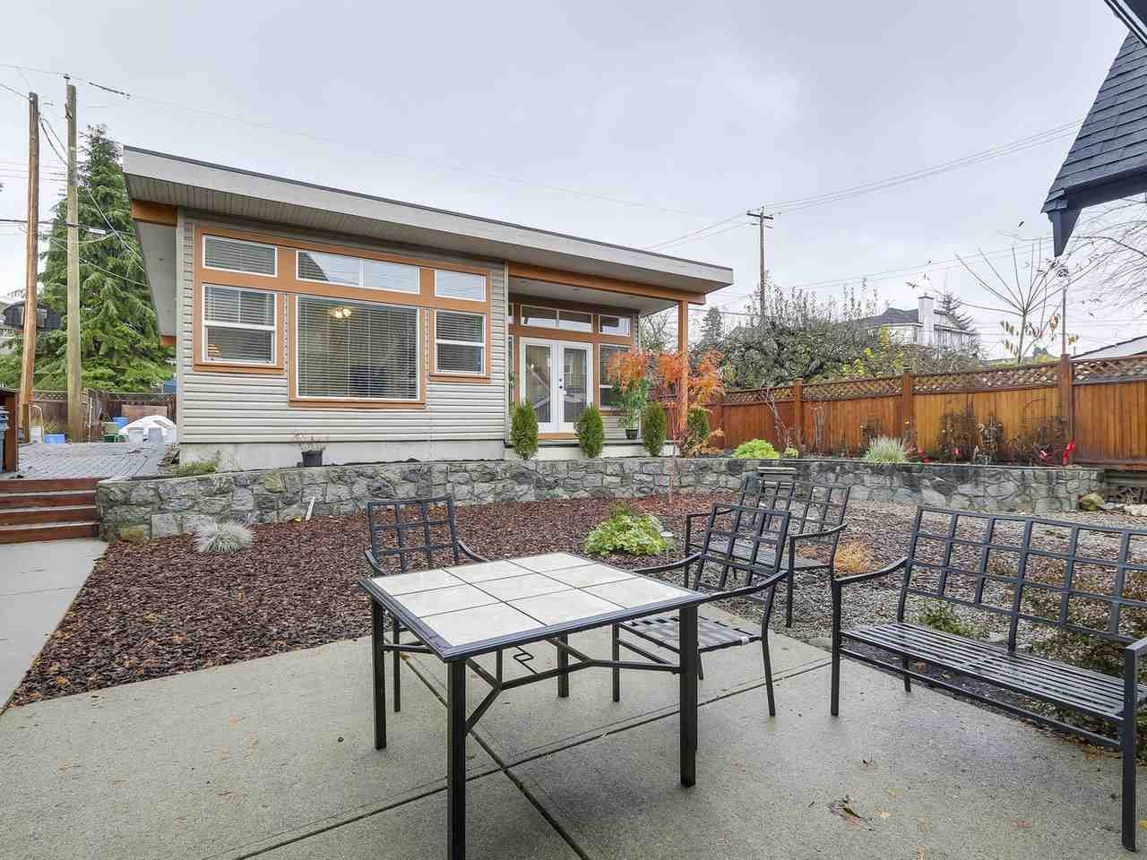 Photo 13: Photos: 658 E 4TH STREET in North Vancouver: Queensbury House for sale : MLS®# R2222993