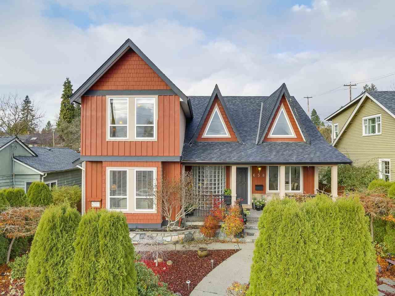 Main Photo: 658 E 4TH STREET in North Vancouver: Queensbury House for sale : MLS®# R2222993