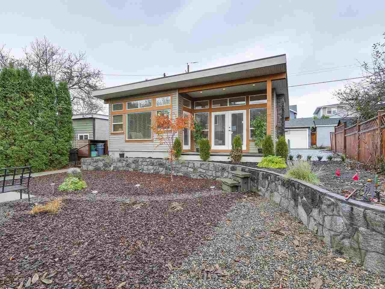Photo 14: Photos: 658 E 4TH STREET in North Vancouver: Queensbury House for sale : MLS®# R2222993