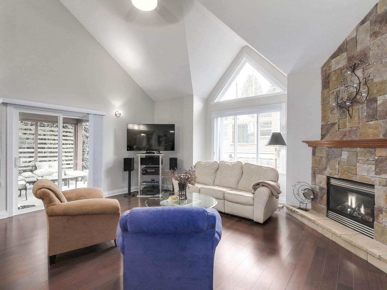 Photo 5: Photos: 658 E 4TH STREET in North Vancouver: Queensbury House for sale : MLS®# R2222993