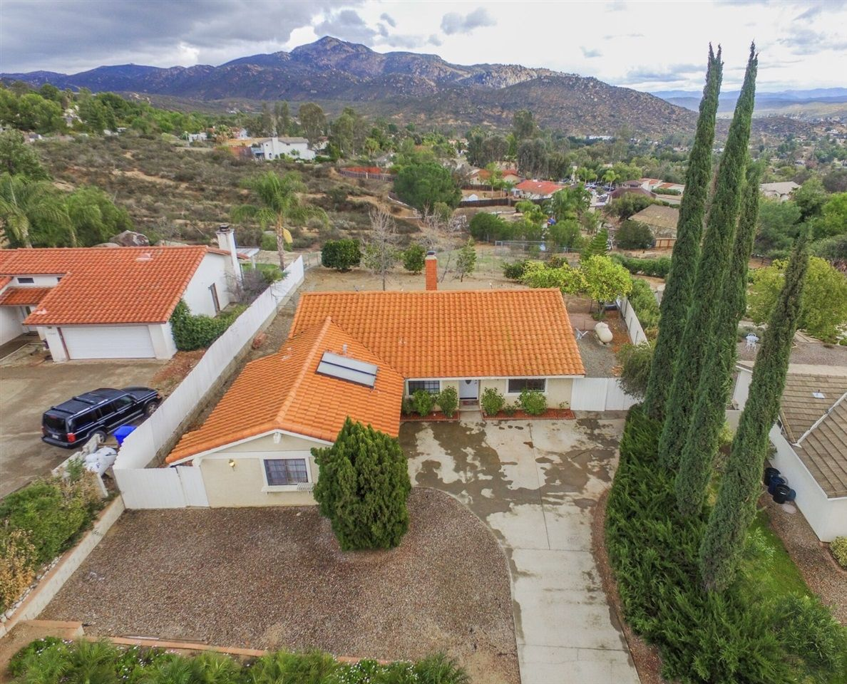 Main Photo: SD COUNTRY ESTATES House for sale : 3 bedrooms : 17239 Acanto Dr in Ramona