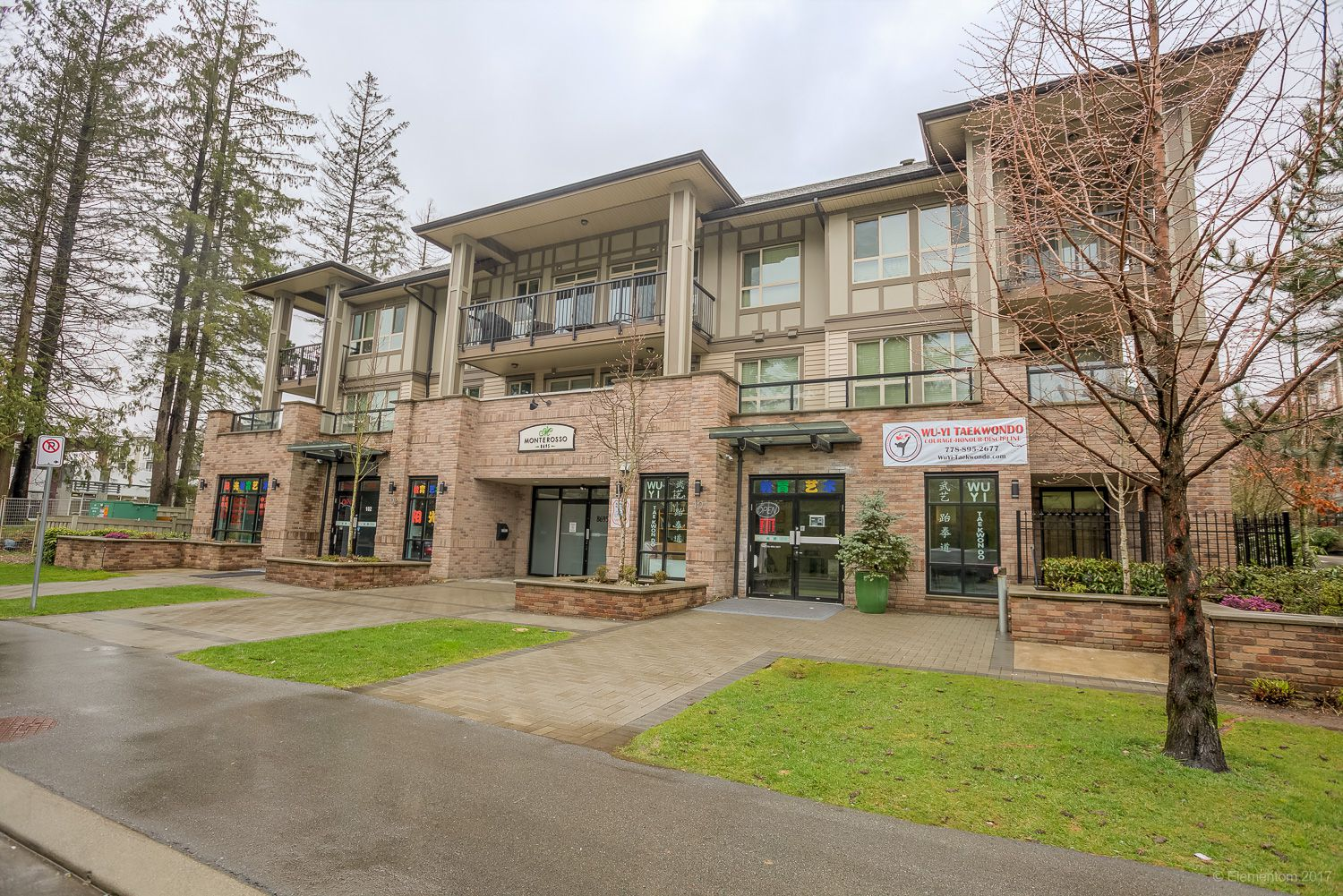 "Main Photo: 401 8695 160 Street in Surrey: Fleetwood Tynehead Condo for sale in ""Monterosso"" : MLS®# R2252704"